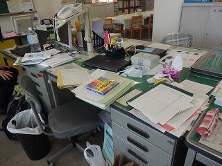 忙しい机.jpg