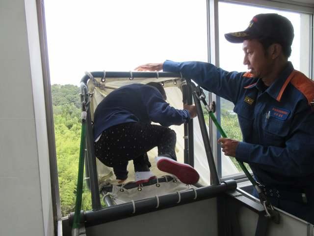 救助袋からの避難1.JPG